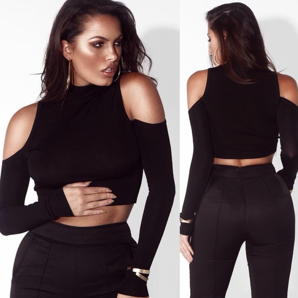 Boutique Tops - ➳ Boutique Black Open Shoulder Crop Top